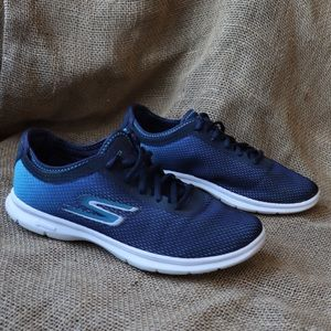 Skechers GoStep Shoe with Goga Mat